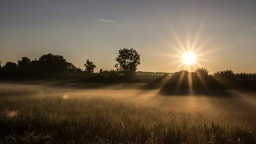 Hajnalonként talaj menti fagy, napközben 20 fok körüli maximumok várhatók