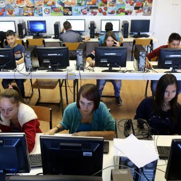 Két év múlva már minden iskolában hasít majd a net