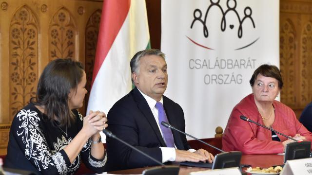 Orbán: Magyarország történetében először fizetünk nyugdíjprémiumot