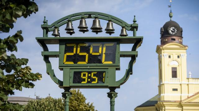 Szokatlanul meleg idővel folytatódik a vénasszonyok nyara