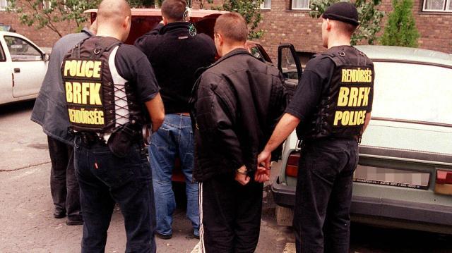 Törvényjavaslat - A pedofil bűnözőket tiltsák el örökre a gyermekek közeléből