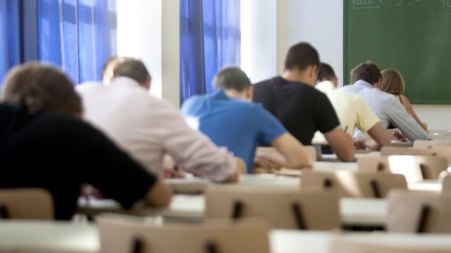 230 milliós ösztöndíj program segíti a hátrányos helyzetű fiatalok diplomaszerzését