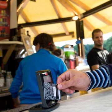 A digitális korszak küszöbén - Majdnem mindenhol fizethetünk bankkártyával