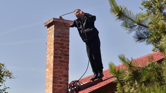 Áder szerint megfontolandó - Több a kéménybaleset, ahol önkéntes az ellenőrzés