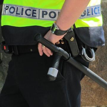 Fokozott rendőri jelenlét az utakon és a temetők környékén