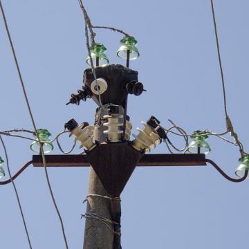 Folyamatosan dolgoznak a helyreállításon az áramszolgáltatók