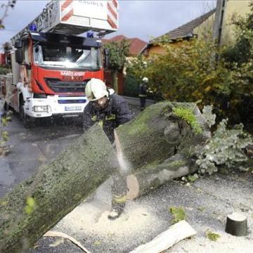 Több mint 750-szer riasztották a szélvihar miatt a tűzoltókathel
