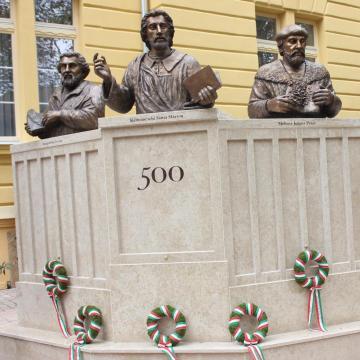 Új emléktábla és szobor emlékeztet a reformáció 500. évfordulójára