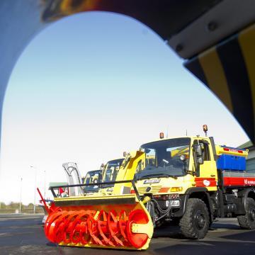 A Magyar Közút téli üzemmódra vált – Csongrád megyében 150-en dolgoznak a téli feladatok ellátásán