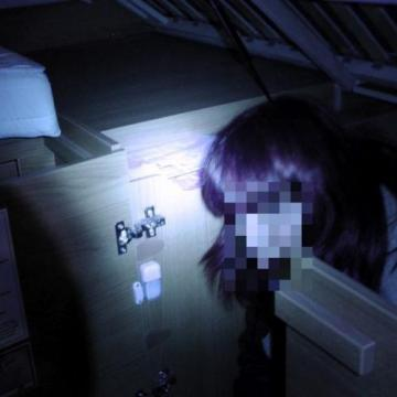 Egy német férfi az ágya alatt csempészett migránst