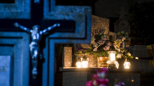 Halottak Napja: előtérbe került a gyász sürgetése