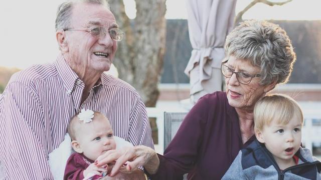 Inflációs hatások miatt érkezik a nyugdíj-kiegészítés