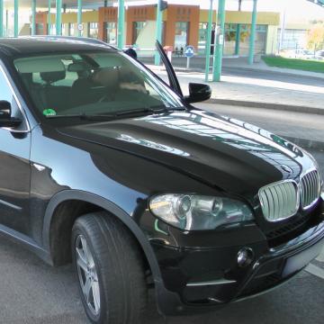 Körözött BMW-vel próbáltak átbújni a határon Röszkén