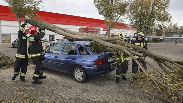 Mintegy 2500 káreset történt a szélviharban