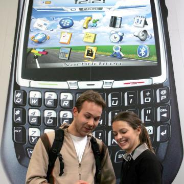 Sokan kérik a mobilok ingyenes függetlenítését