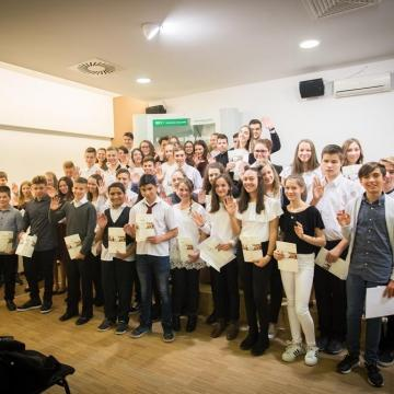 Előre tör a Z generáció – ösztöndíjjal segíti a tanulókat a Duna-Dráva Cement