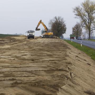 Gyorsabban lesz elérhető a Balaton - Letették a 67-es gyorsforgalmi út alapkövét