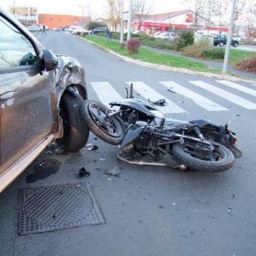 Súlyosan megsérült egy motoros