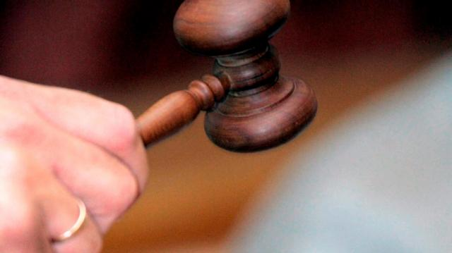 Tizenhárom évre ítélték a saját kislányával erőszakoskodó férfit