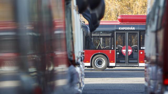 Jó ütemben épül az új busztelephely