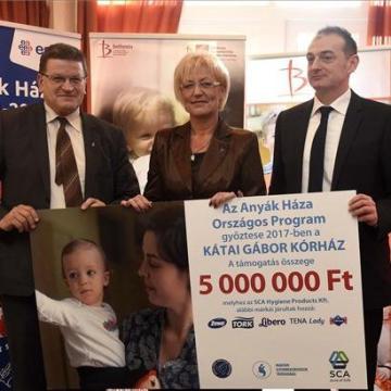 Jövő év végétől öt Anyák háza működik majd az országban