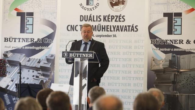 Tanműhely korszerűsítésre is jut pénz - Milliárdos beruházással bővít a nagyatádi Büttner Kft.