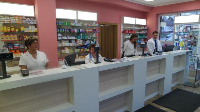 Új gyógyszertárat adtak át Érden