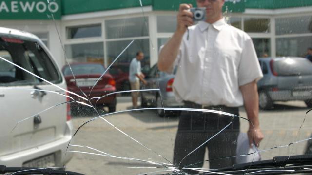 Várhatóan még 30-40 ezer autós vált kötelező biztosítást péntekig szakértők szerint