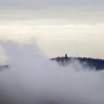 Nehezen szakadozó köd miatt adtak ki figyelmeztetést