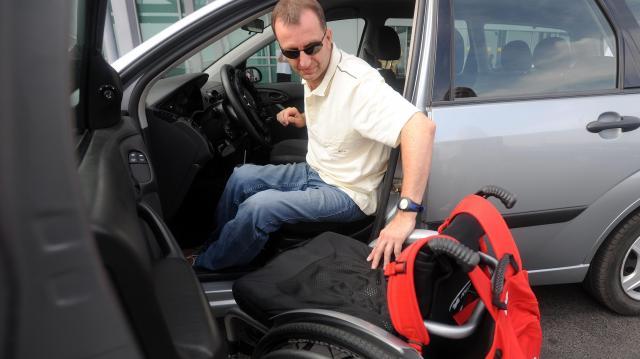 Pályázatot hirdettek a kerekesszéket használók autóvásárlásának támogatására