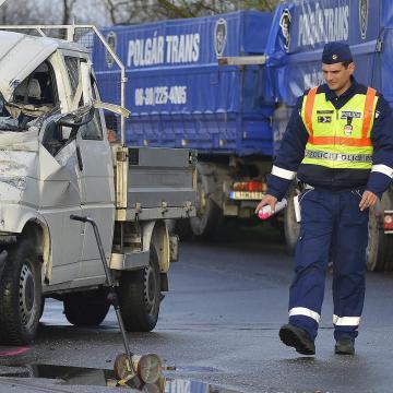 Halálos közlekedési baleset történt a 8-as úton Litérnél