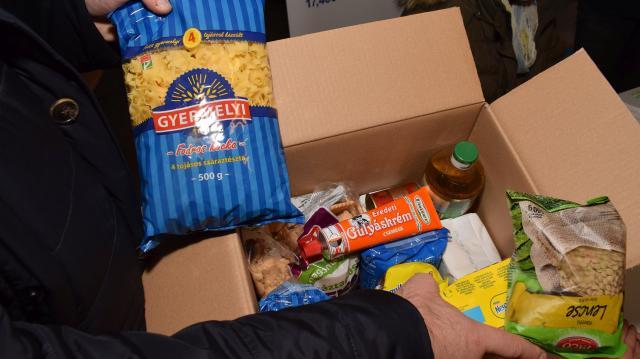 Nem kell élelmiszerre költeni, annyi minden van az adománydobozban
