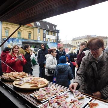 Téli Vásári Kavalkád - Szórakozás a nézelődőknek, segítség a rászorulóknak