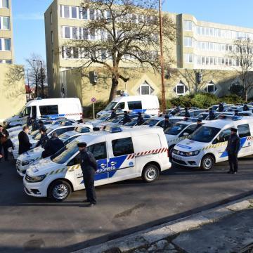 Új gépkocsikkal szirénáznak a rendőrök
