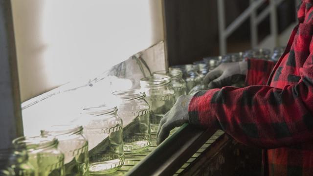 Üveggyűjtésre kötelezik a boltokat