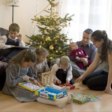 Rétvári: a kormány kiemelt célja a családok megerősítése
