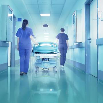 Támogatja megyei kórház fejlesztését is a kormány