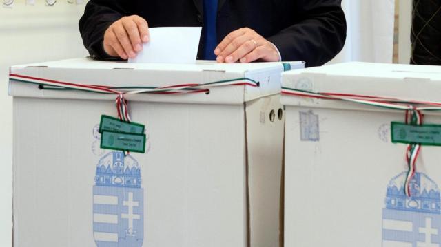 Többen szavaznának a kormánypártokra, mint az ellenzékre együttesen