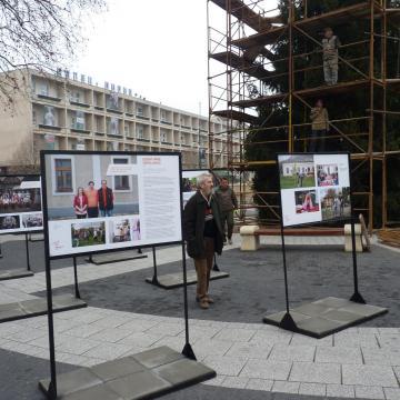 Önkéntesek mutatkoznak be a Fő téren