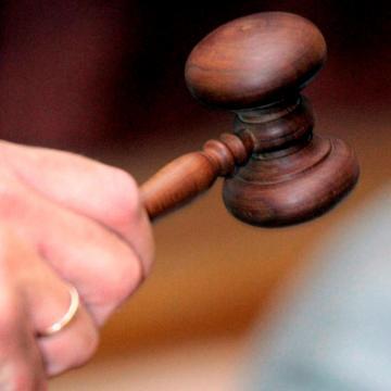 Vádemelés előtt a feleségét agyonverő férfi