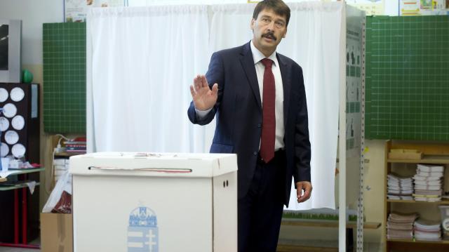 Áder János 2018 április 8-ra kiírta a parlamenti választásokat