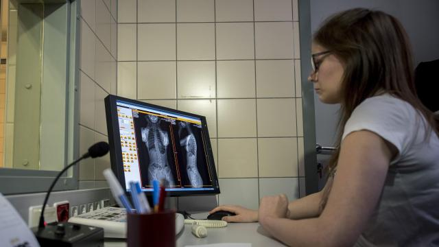 Alacsony sugárdózisú röntgenkészüléket kapott az ortopédiai klinika