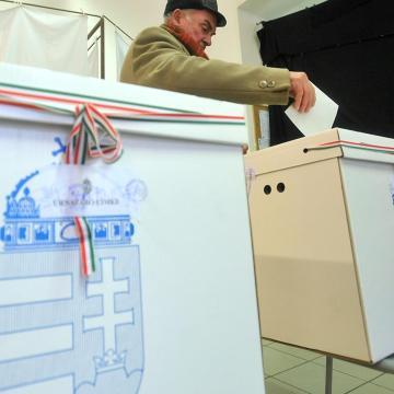 Április 8-án lesznek a választások