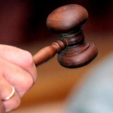Hamis munkáltatói igazolással vett fel hitelt – Vádat emelnek ellene