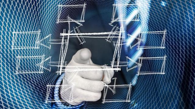 Ki kell építeniük az online számlázás rendszerét július 1-től a vállalkozásoknak