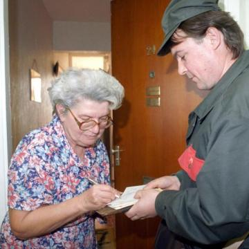 Megérkeznek a napokban a megemelt nyugdíjak