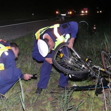 Kerékpárost gázolt halálra egy teherautó a 33-as főúton