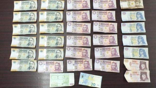 Dobozba rejtett pénz - Ismerősét lopta meg
