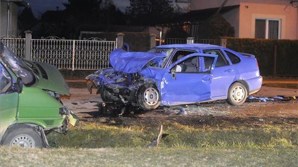 Ketten meghaltak egy balesetben Ercsiben