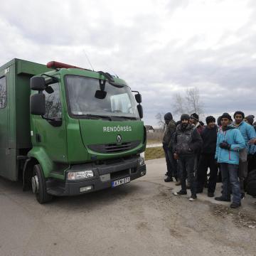 Nyolc határsértőt találtak egy kamionba elbújva